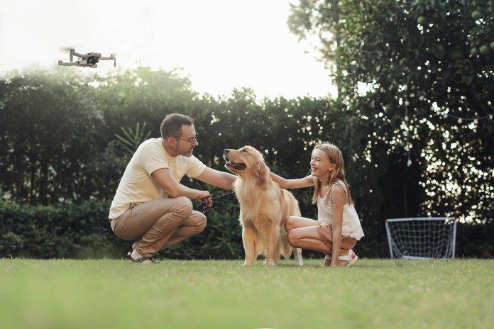 Mavic Mini shooting a family photo
