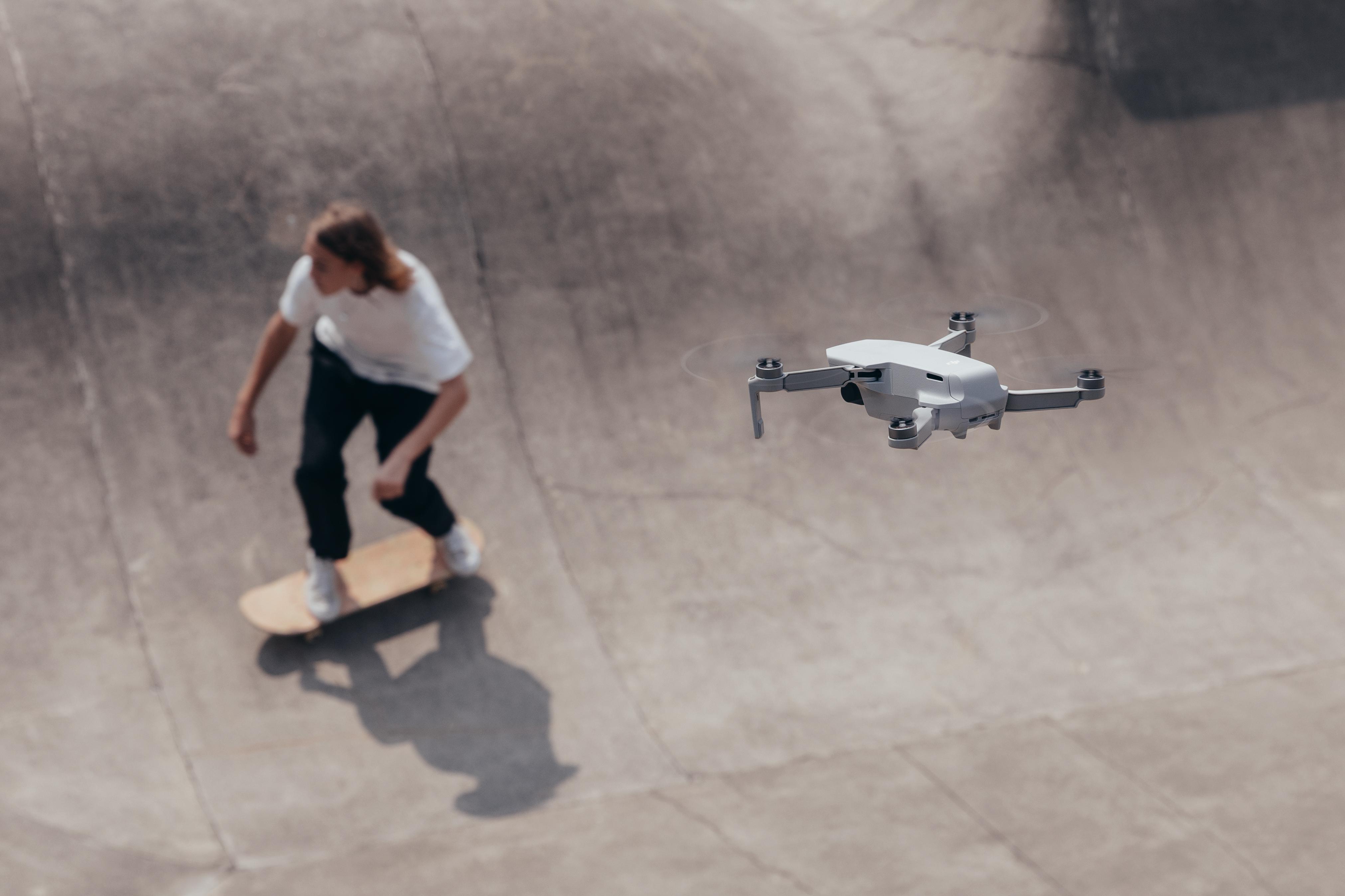 Mavic Mini shooting skateboarder